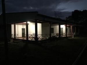 La notte africana illuminata grazie ai pannelli fotovoltaici